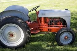 article-new_ehow_images_Tractora07_8k_06_2-acre-tractor-tillers-1_1-800x800
